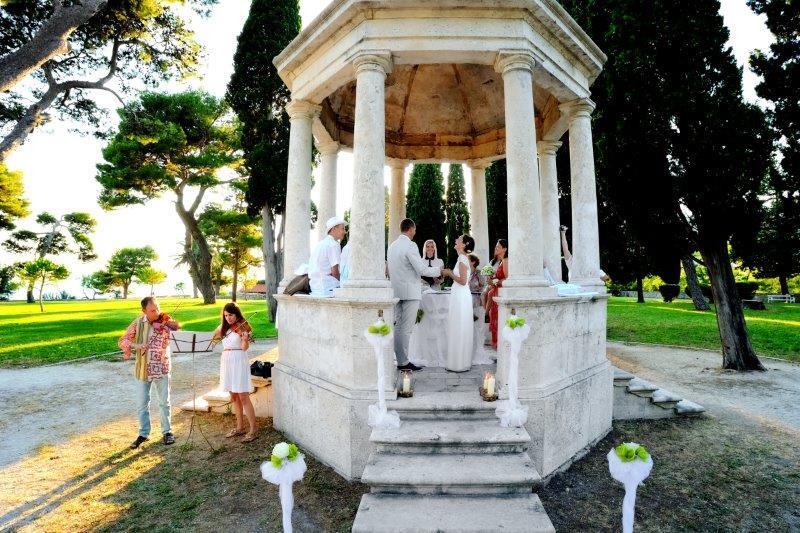 Ślub w parku