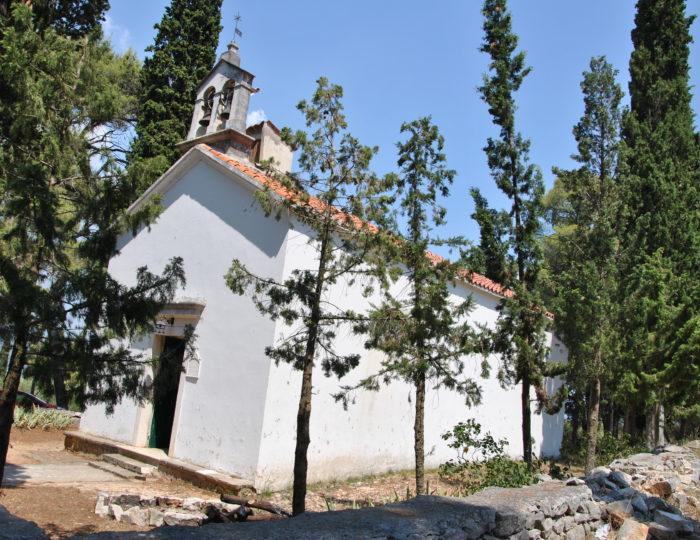 Mała kapliczka na wyspie